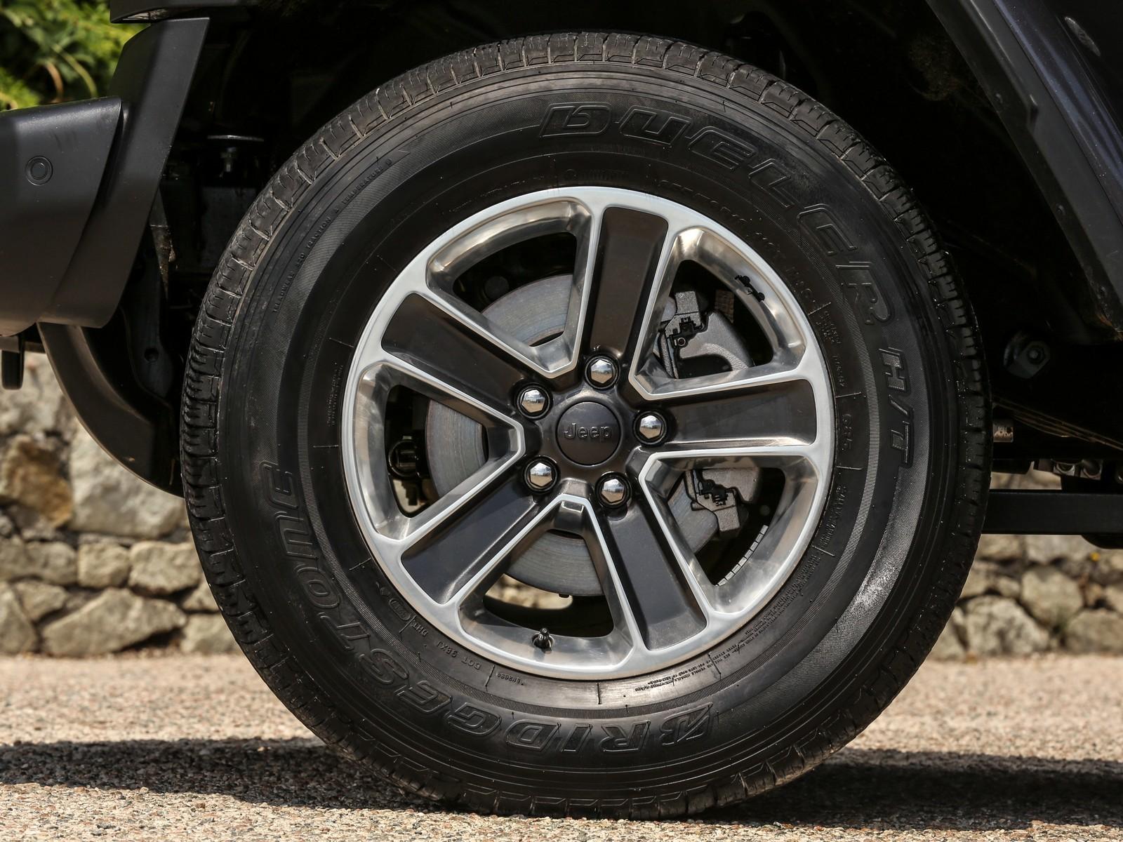 Foto de Jeep Wrangler interiores y detalles (13/16)