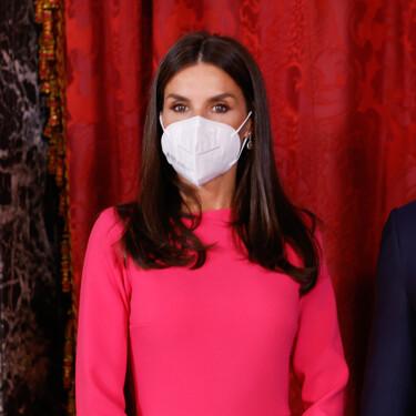 La reina Letizia apuesta por la moda española con dos vestidos ideales