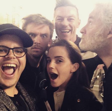 El selfie con algunos de los protagonistas de La Bella y la Bestia