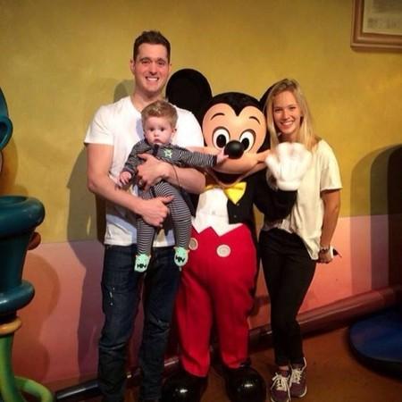 Pero qué monos Michael Bublé y Luisana Lopilato con Noah en Disneyland