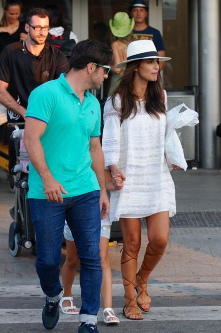 David Bustamante Y Paula en Ibiza look blanco