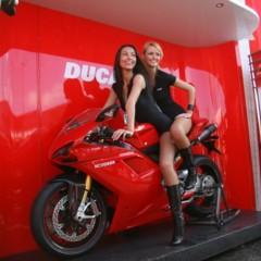 Foto 22 de 35 de la galería las-pit-babes-de-estoril-en-una-ducati-1098 en Motorpasion Moto