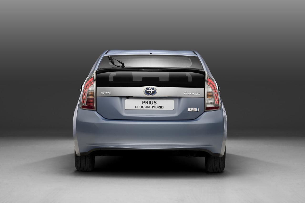 Toyota Prius Plug In 2012 15 21
