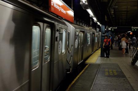 La gente pierde tantos AirPods en el metro de Nueva York que se plantean lanzar avisos por megafonía