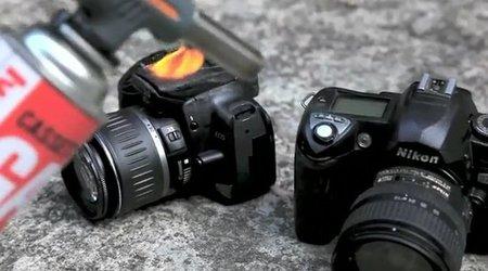 Nikon D70 Vs Canon 400D torturadas por un friki
