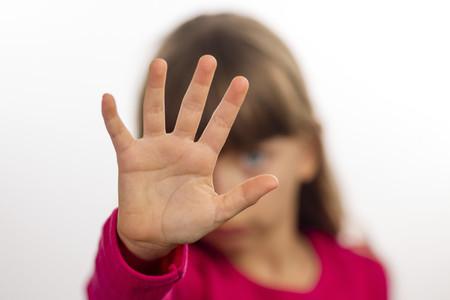 Cómo debemos actuar si un niño está en situación de riesgo, desamparo o maltrato