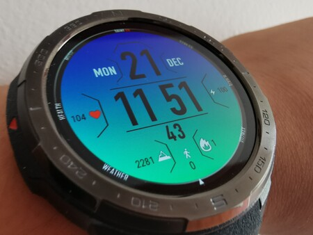 Honor Watch GS Pro, lo hemos probado: el rey de la batería da más de 20 días de autonomía, pero no responde a notificaciones