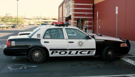 Policía suspendido por descargar una película desde el coche patrulla