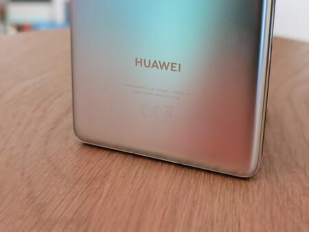 Huawei recortará drásticamente su producción de smartphones, según Nikkei: 60% menos para apenas 80 millones de unidades en 2021