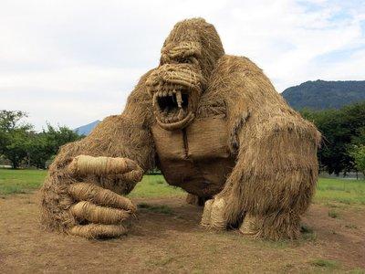 Los japoneses saben hacer arte incluso con los restos después de cosechar el arroz