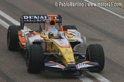 Fernando Alonso da su primera vuelta con el R28