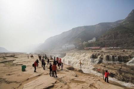Esta cascada está en China y es de color amarillo