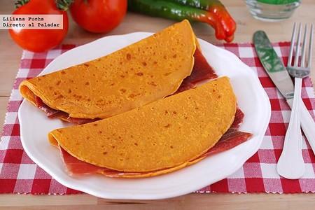 Crêpes de gazpacho rellenos de jamón: receta original para sorprender