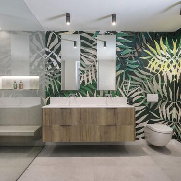 Inspiración en el baño; 21 cuartos de baño que tienen el papel pintado como protagonista