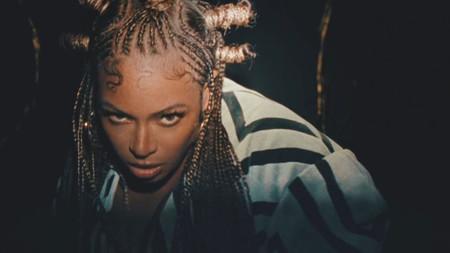 Las vacaciones de verano empiezan al son de Beyoncé, Billie Eilish o Cardi B (y su nuevo videoclip con Rosalía y Kylie Jenner)