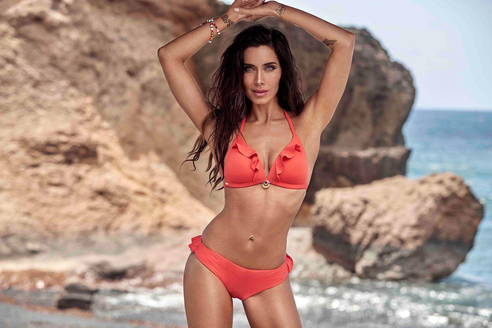 Top de bikini push up con volante