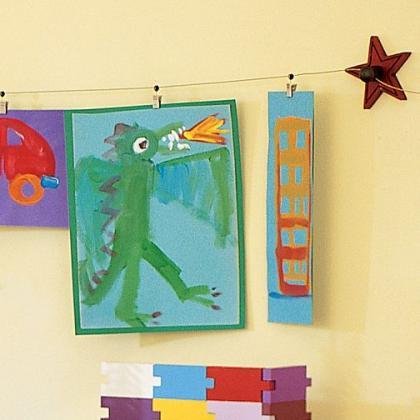 Hazlo t mismo colgar arte con pinzas y perchas for Como colgar un espejo sin marco en la pared