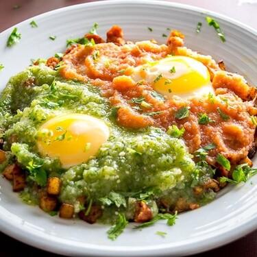 Huevos Divorciados. Receta fácil de desayuno tradicional mexicano