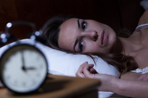 Todo lo que tienes que saber sobre la melatonina: cómo tomarla para que haga el efecto correcto y te ayude a conciliar el sueño