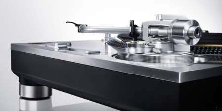 Panasonic pone a la venta una edición limitada de su plato para discos, la Grand Class SL-1200GAE