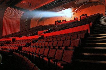 Sala de cine sin nadie en ella