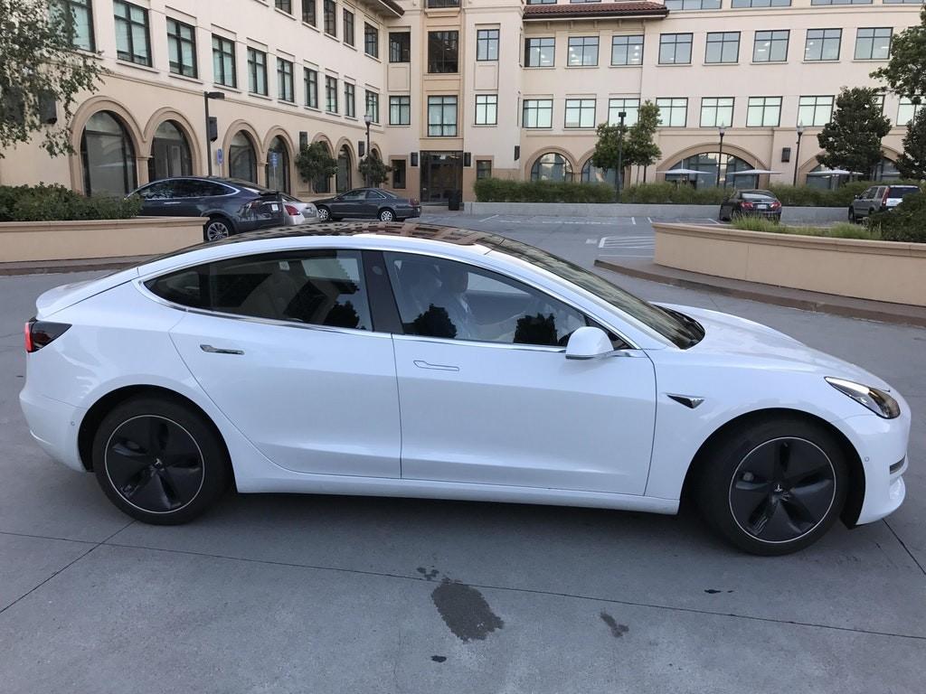 Tesla Model tres 9