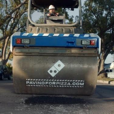 "Domino´s está reparando baches en Estados Unidos para ""salvar"" sus pizzas"