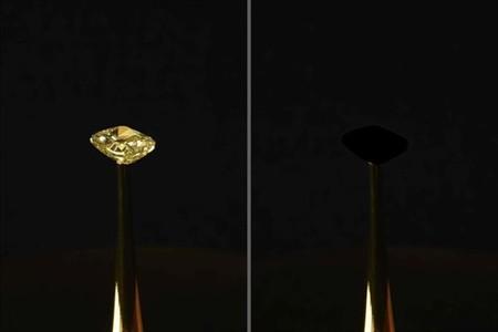 El material más negro del mundo se presenta en una exhibición en la Bolsa de Nueva York