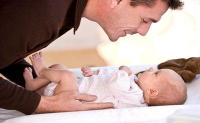 No se aumentará la duración del permiso de paternidad