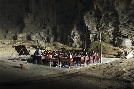 Una escuela en una caverna