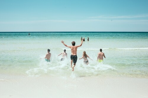 Las mejores 43 ofertas de ropa y accesorios para hacer deportes acuáticos este verano que puedes encontrar en Decathlon