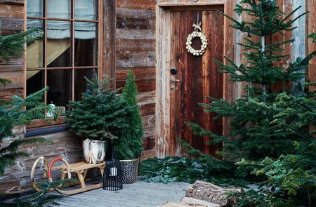 Seis ideas navideñas para decorar la puerta de casa y convertir tu entrada en el paraíso más invernal del vecindario