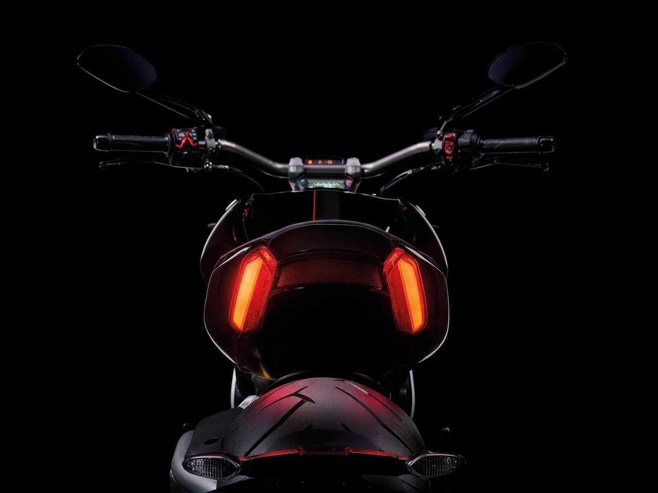 Foto de Ducati Diavel X (21/29)