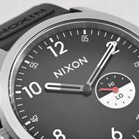 Una maravilla retro-surf de Nixon para presumir de un reloj con estilo