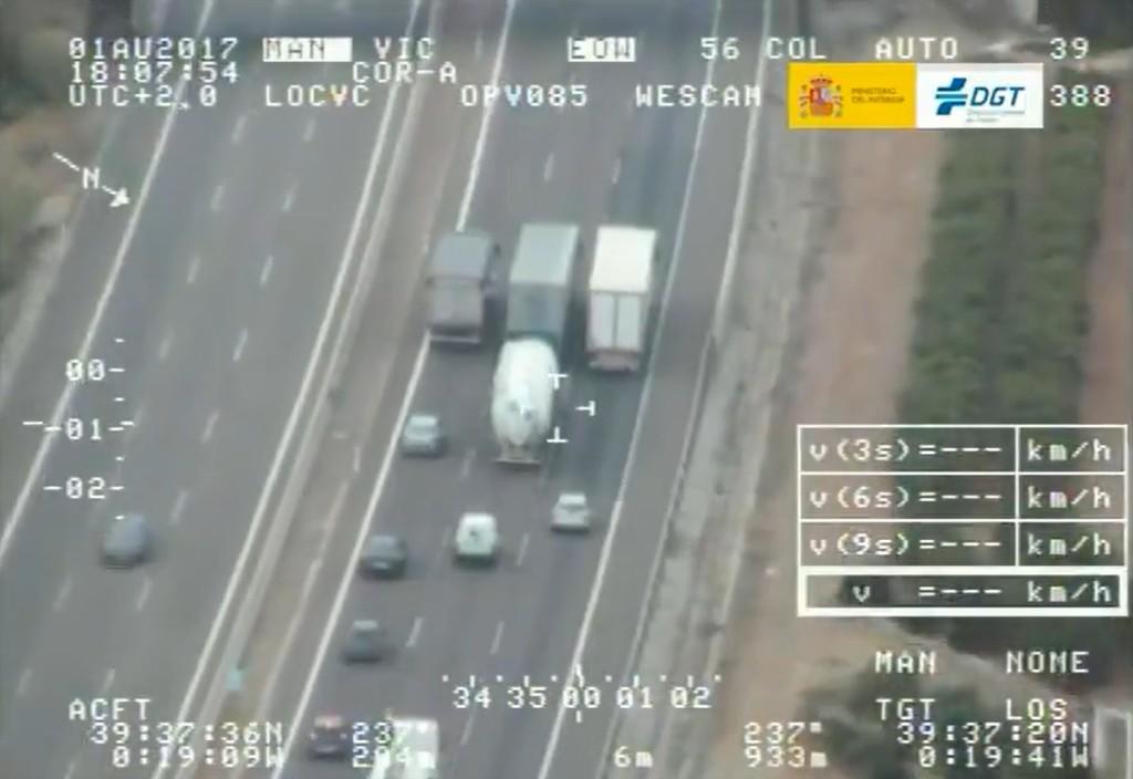 La DGT pone bajo lupa camiones y autobuses en su nueva campaña de vigilancia para evitar imágenes como esta