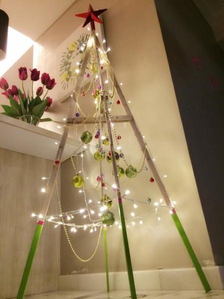 Hazlo tú mismo: un árbol de Navidad con cuatro palos