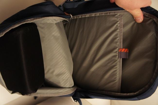 Detalle del SafeZone visto por dentro. A la derecha, el bolsillo acolchado para el portátil