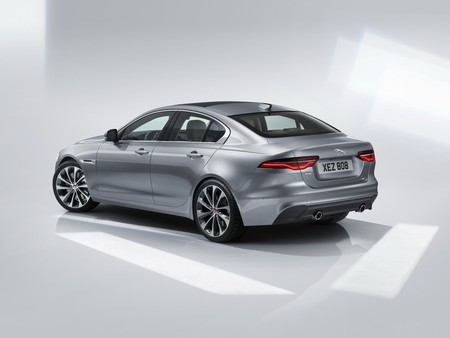 Jaguar Xe 2020 14