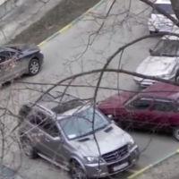 En Rusia te enseñan a reservar una plaza de aparcamiento para tu SUV
