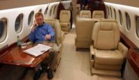 Adiós al 'modo avión', EASA autoriza a las aerolíneas permitir el uso de los teléfonos