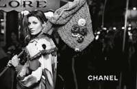 La historia de amor entre Gisele Bündchen y Chanel continúa, y así lo vemos en su nueva campaña