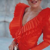 Este otoño los looks de invitada se visten de color rojo (pasión)