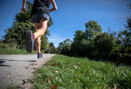 Tus pulsaciones son más altas al correr que al nadar, y la postura de tu cuerpo es la responsable