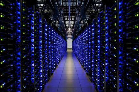 Google estaría pensando diseñarse los chips de sus servidores y pasar a ARM, según Bloomberg