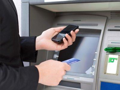 El móvil da un nuevo paso para matar a las tarjetas, Santander permite retirar efectivo desde sus cajeros