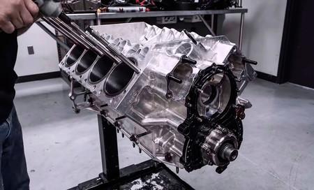 Vídeo: así se desmonta y monta el motor de 11.000 CV del dragster más rápido del mundo