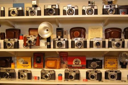 Si eres coleccionista, en eBay tienes un lote impresionante: 600 cámaras lanzadas entre 1880 y 1980