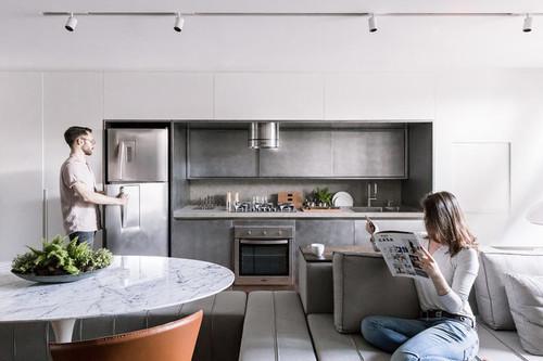 Diseño en la cocina; enmarcar un frente de cocina es tendencia y es una gran solución para cocinas pequeñas