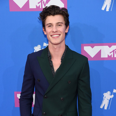 Shawn Mendes viste el perfecto traje de verano en los MTV Video Music Awards