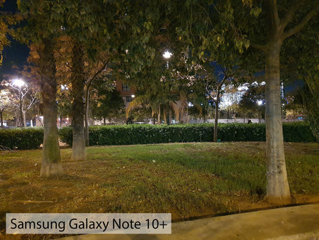 Samsung Galaxy Note 10plus Auto Noche 01